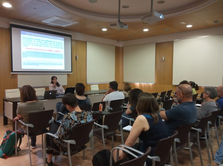 "Seminar ""To publish in high impact and open access scientific journals in humanities and social sciences: Databases, categories and curricular projection"""