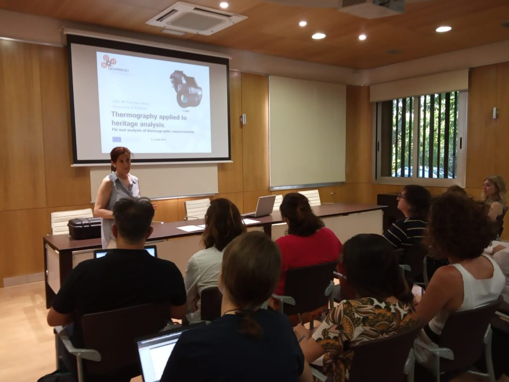 """""""Thermography applied to the Court of the Lions columns"""", was lectured by Dr. M. Paz Sáez-Pérez"""